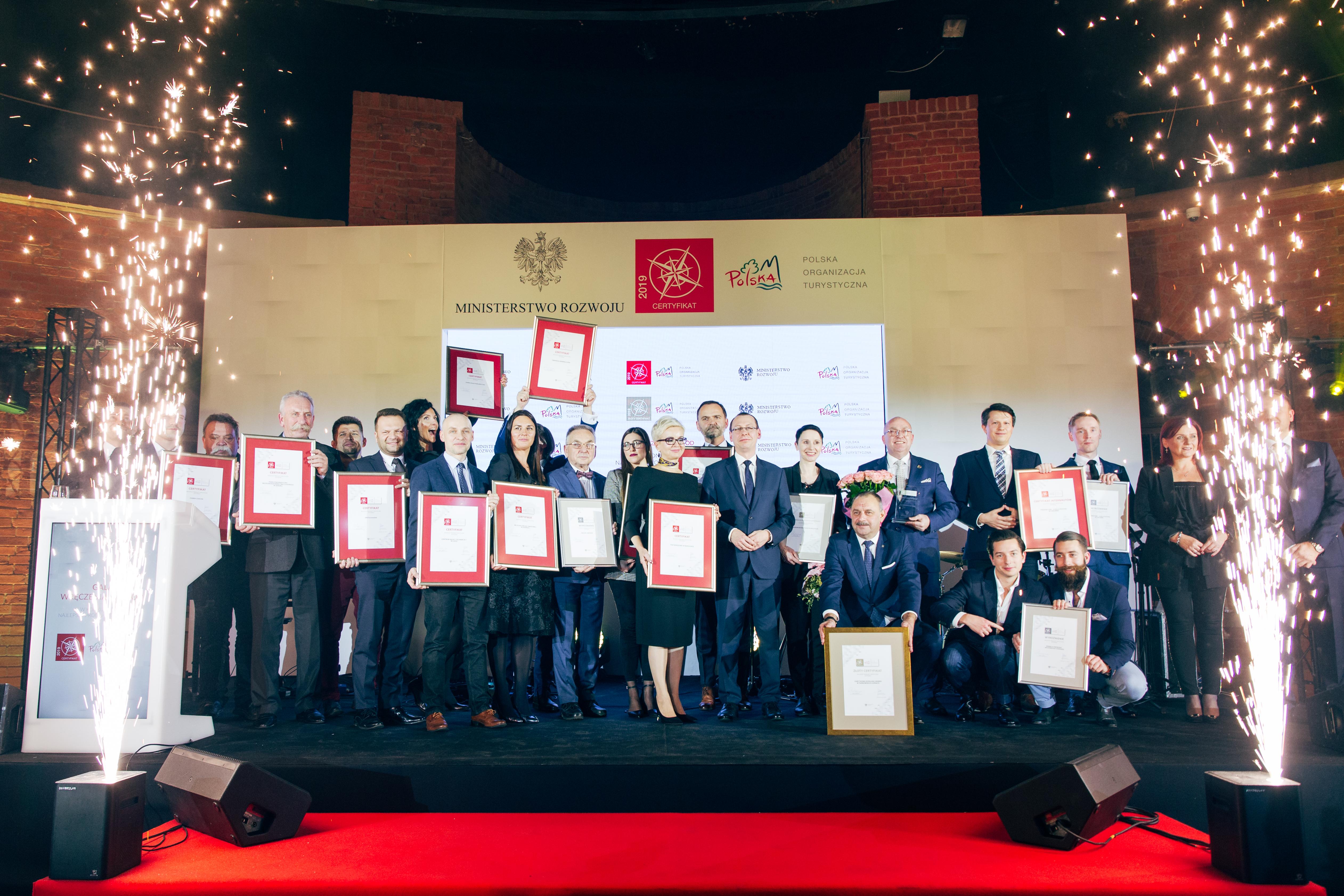 zdjęcie wszystkich nagrodzonych laureatów